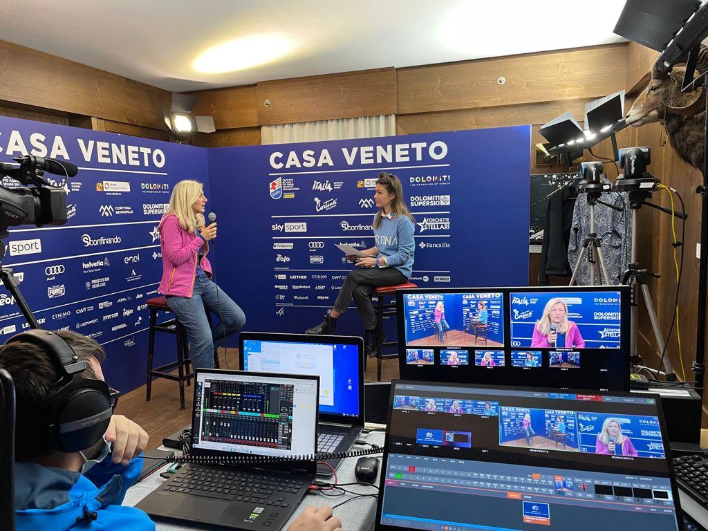 Martina Strazzari intervista Desideria Cavina (News Mediaset) a Casa Veneto durante i Mondiali di Cortina